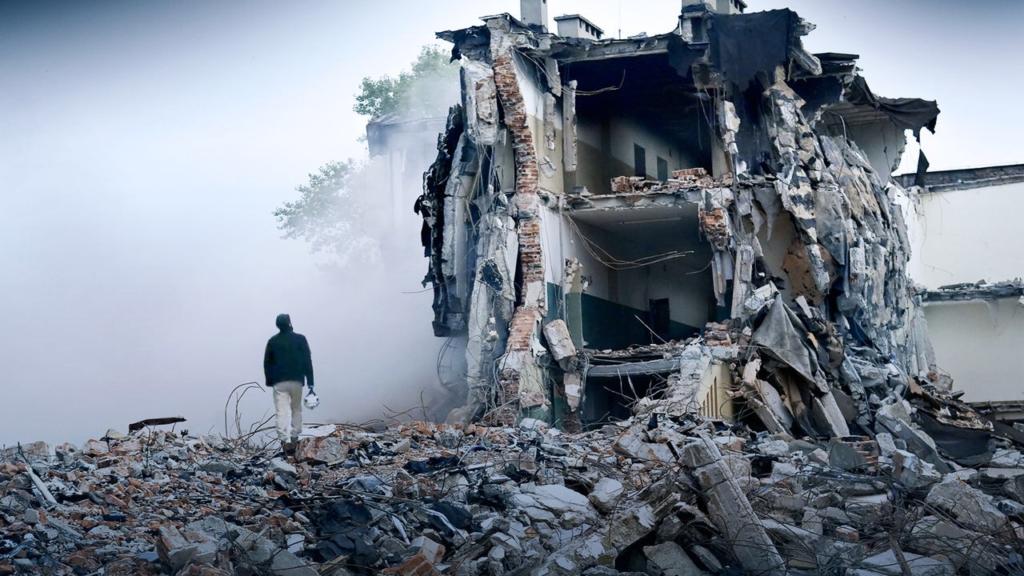 The White Helmets, dir. Orlando von Einsiedel and Joanna Natasegara